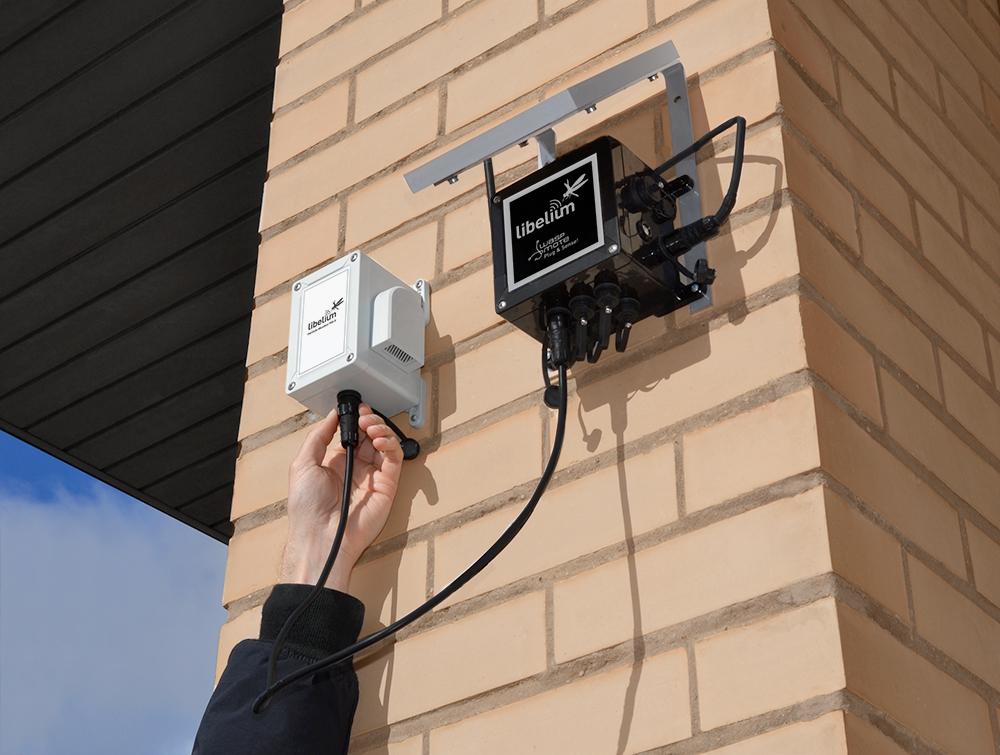 Устройство Plug & Sense Умная окружающая среда PRO с подключенным датчиком взвешенных частиц - пыли (PM1 / PM2.5 / PM10)